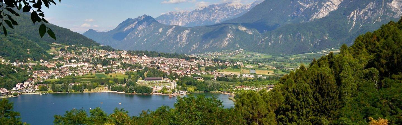 Vacanze a Levico Terme: graziosa località termale che promette vacanze spensierate e rigeneranti.