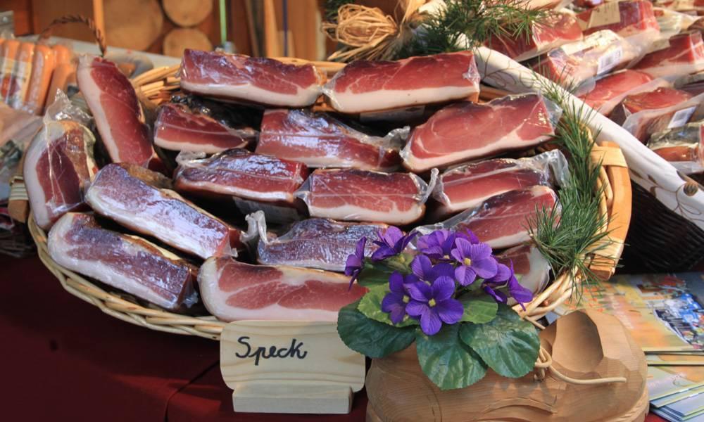 Ai mercatini di Levico trovi Speck e prodotti locali