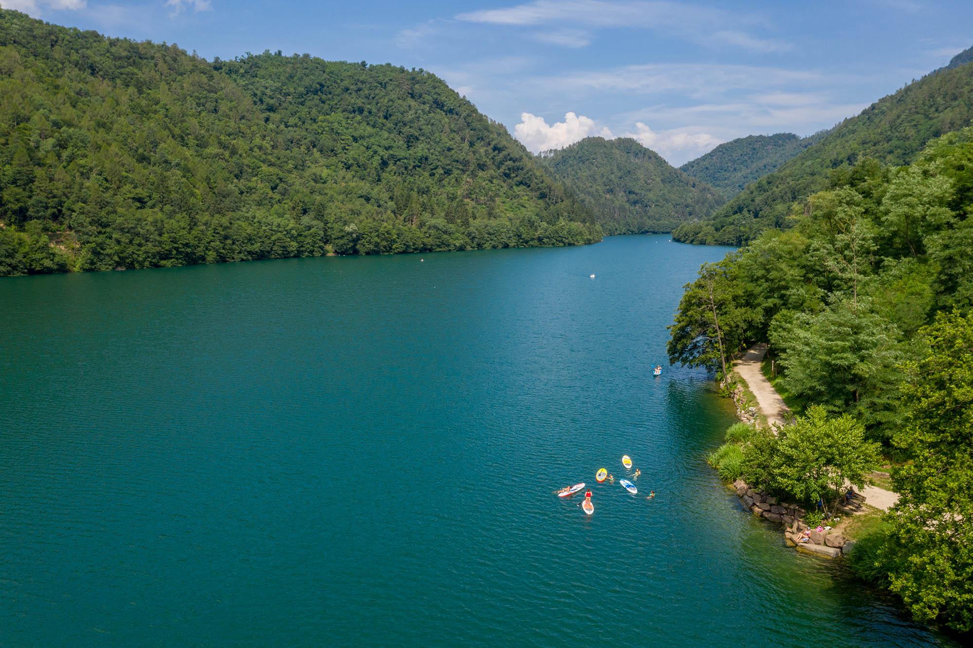 Lago di Levico e i boschi del Trentino